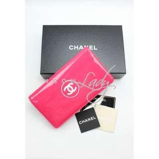 CHANEL A69086 桃紅色漆皮配白色CC Logo 長銀包 錢包