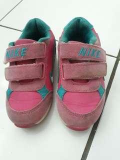 Sepatu Nike 25