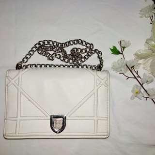 Dior diorama broken white