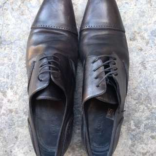 Louis Vuitton leather shoes (Authentic)