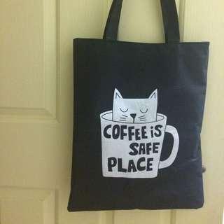 Black tote bag with zipper