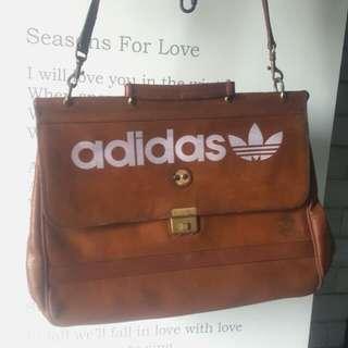 Adidas 古董真皮包