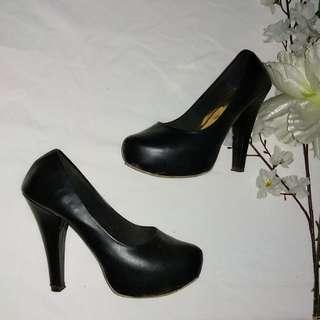 Pumpheels hitam