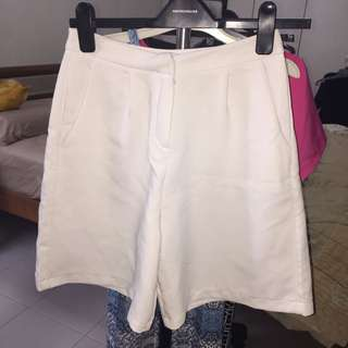 wide leg white bermudas