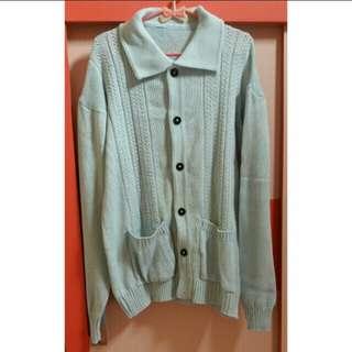 Sweater Rajut Button