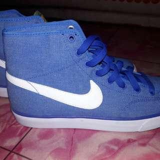 Nike highcut shoes