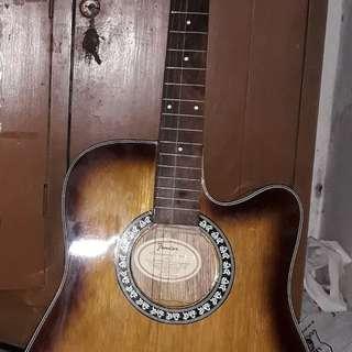 Di jual gitar merek thunder..baru sebulan pakai mulus bget