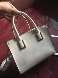 Sling bag white h&m