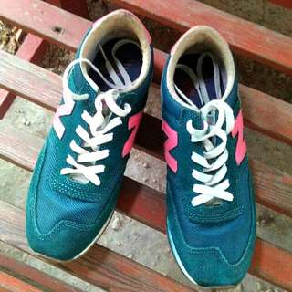 Sepatu New Balance 620