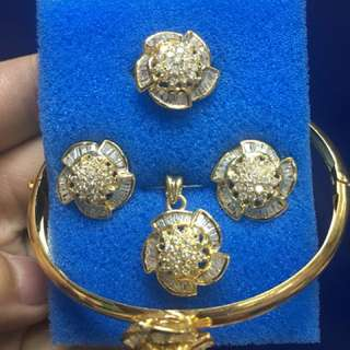 1 complete set in yellow gold