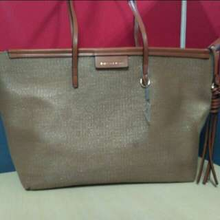 Charles and Keith Tote with defect