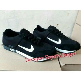 Sepatu nike spon hitam