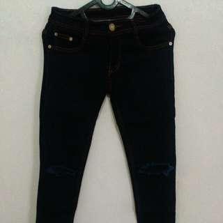 Cut knee jeans