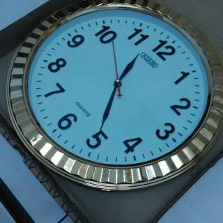 Jam Dinding Besar