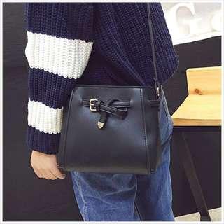 綁結側背小包包