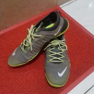 Nike rubber shoes original