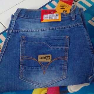 Jeans pendek size 37