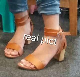 Sepatu keren warna tan ukuran 36_40