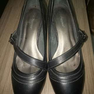 Black shoes size8
