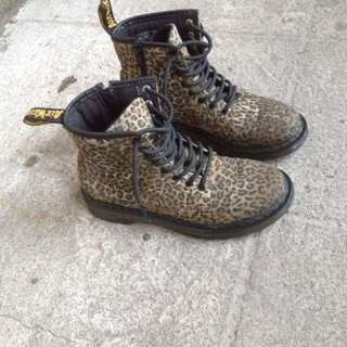 dr martens leopard