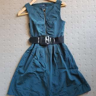 Cue dress with belt size 6