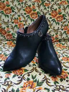 C. Banner Ladies Ankle Boots