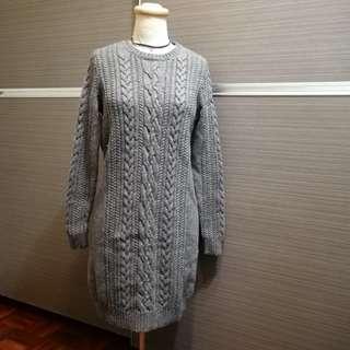 瑞典品牌COS 中長版羊毛毛衣