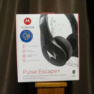 Water Resistant Motorola Pulse Escape + Full Size Over Ear Wireless Headphones
