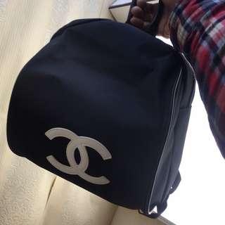 Chanel限量版貴賓會員贈品黑色+白色Logo背包旅行袋 Black Backpack (男女合用)