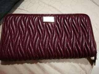 Coach zippy wallet ( maroon)