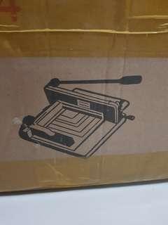 Book binding cutter