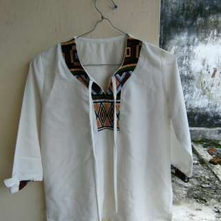 Blouse putih tribal