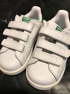 BNIB Adidas Stan Smith Velcro kids shoes
