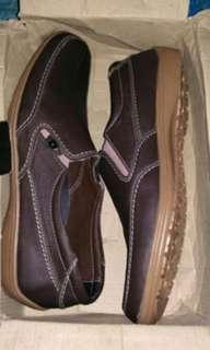 Sepatu kasual pria brown