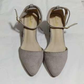 灰色絨毛面鬆高鞋 85%新 38碼 (結婚用品)