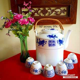 Chinese Blue & White Underglazed Teapot or Waterpot. Dimension as in photo. Good Condition, unused or lightly used. 7 items (1 teapot + 6pcs cups) for $12 Clearance Offer! Sms 96337309 for Fast Deal.