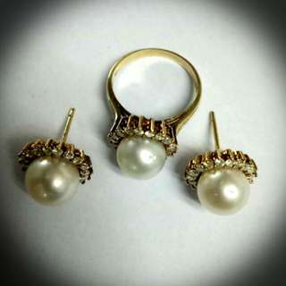 Earring and ring with pearl and diamonds