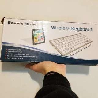 淺藍色藍牙keyboard