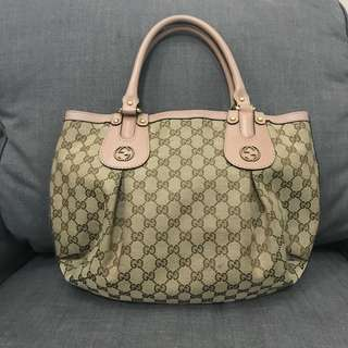 Gucci scarlet small handbag with replacement dustbag