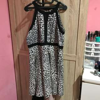 Dress hitam elle