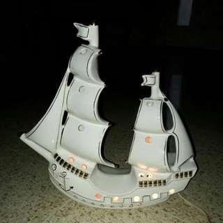 Lampu meja..porselen bentuk kapal..jadul vintage