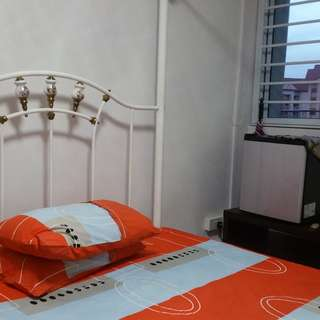 Jurong East bk 101, 259/ Jurong West bk 864, 651B, 636, 419, 535/ Boon Lay bk  217B Master/ Common room for rent