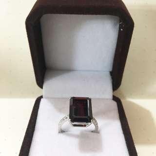 10carat bloody garnet stone ring with diamonds