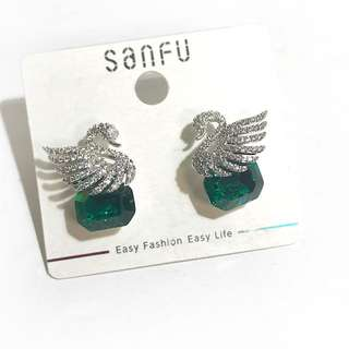 韓國天鵝綠寶石耳環 Made in Korea (Swan crystal earrings)
