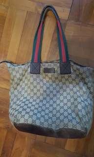 Gucci餃子袋