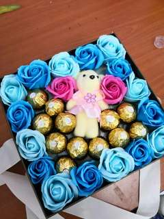 Flower box with Ferrero Rocher and bear
