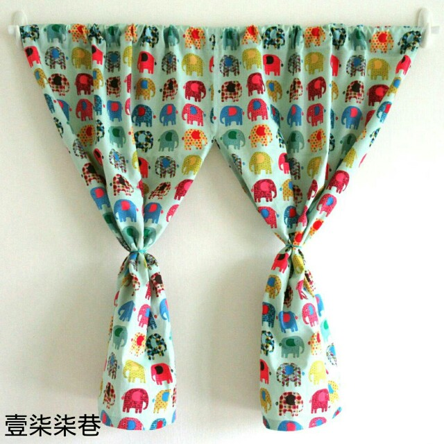 【壹柒柒巷】門簾 114 綠底繽紛大象 (寬)106x80cm 穿桿式 掛簾 隔間簾 咖啡簾 遮物簾 裝飾品