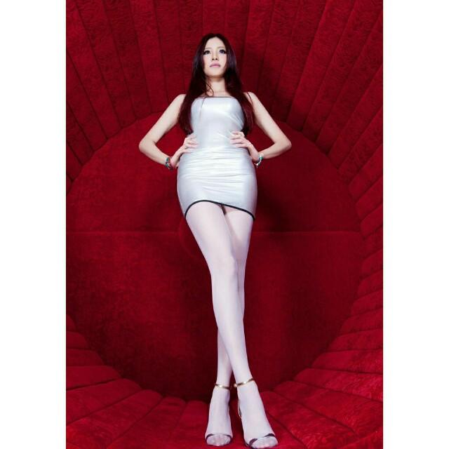 銀白色彈性包臀洋裝
