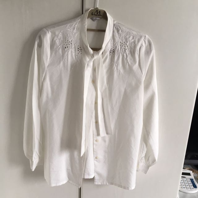 造型領雕花白襯衫