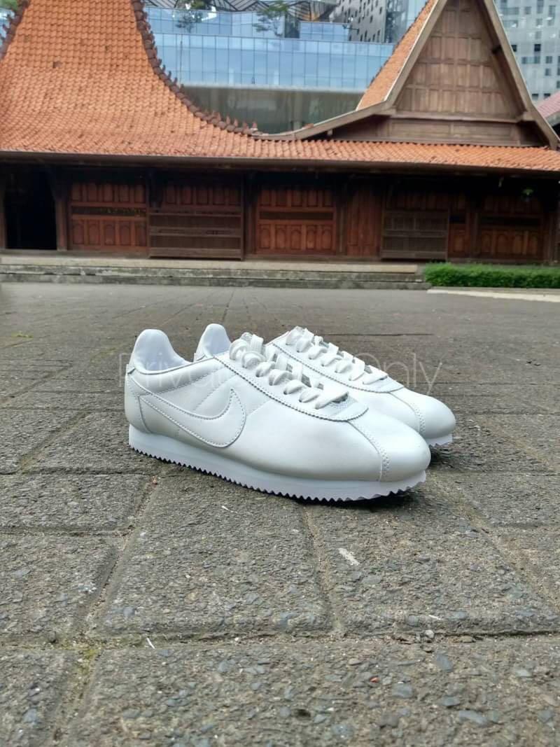 Best Seller Nike Classic Cortez Leather All White Preloved Fesyen Pria Sepatu Di Carousell